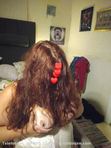 Vicky Telefonsex beskrivning: Lek med mina bröst nu