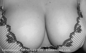 Telefonsex beskrivning: Stor mjuka bröst som vill bli smekta och lekta med :)