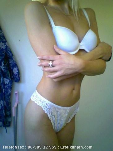 Fia Telefonsex beskrivning: Jag älskar sexiga underkläder, och har gärna nåt erotiskt på mig för din skull.