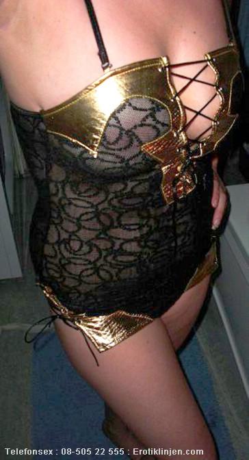 Millan Telefonsex beskrivning: Jag älskar sexiga underkläder. Ska jag strippa för dig?