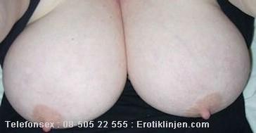 Telefonsex beskrivning: Stora härliga kåta bröst. Vill känna när din tunga leker med mina bröstvårtor.