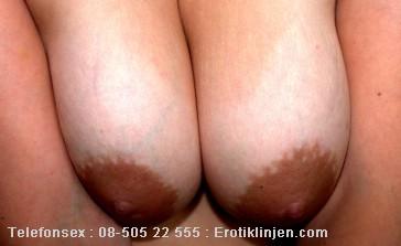 Emmy Telefonsex beskrivning: Mjuka fina stora bröst, vill du leka med dom?