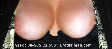 Telefonsex beskrivning: Fina fasta bröst, behandla dom med respekt. Sug på dom.